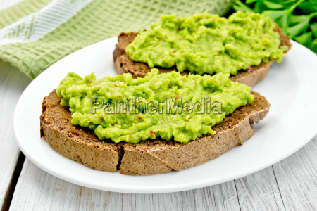 sandwich, with, guacamole, on, light, board - 14075085