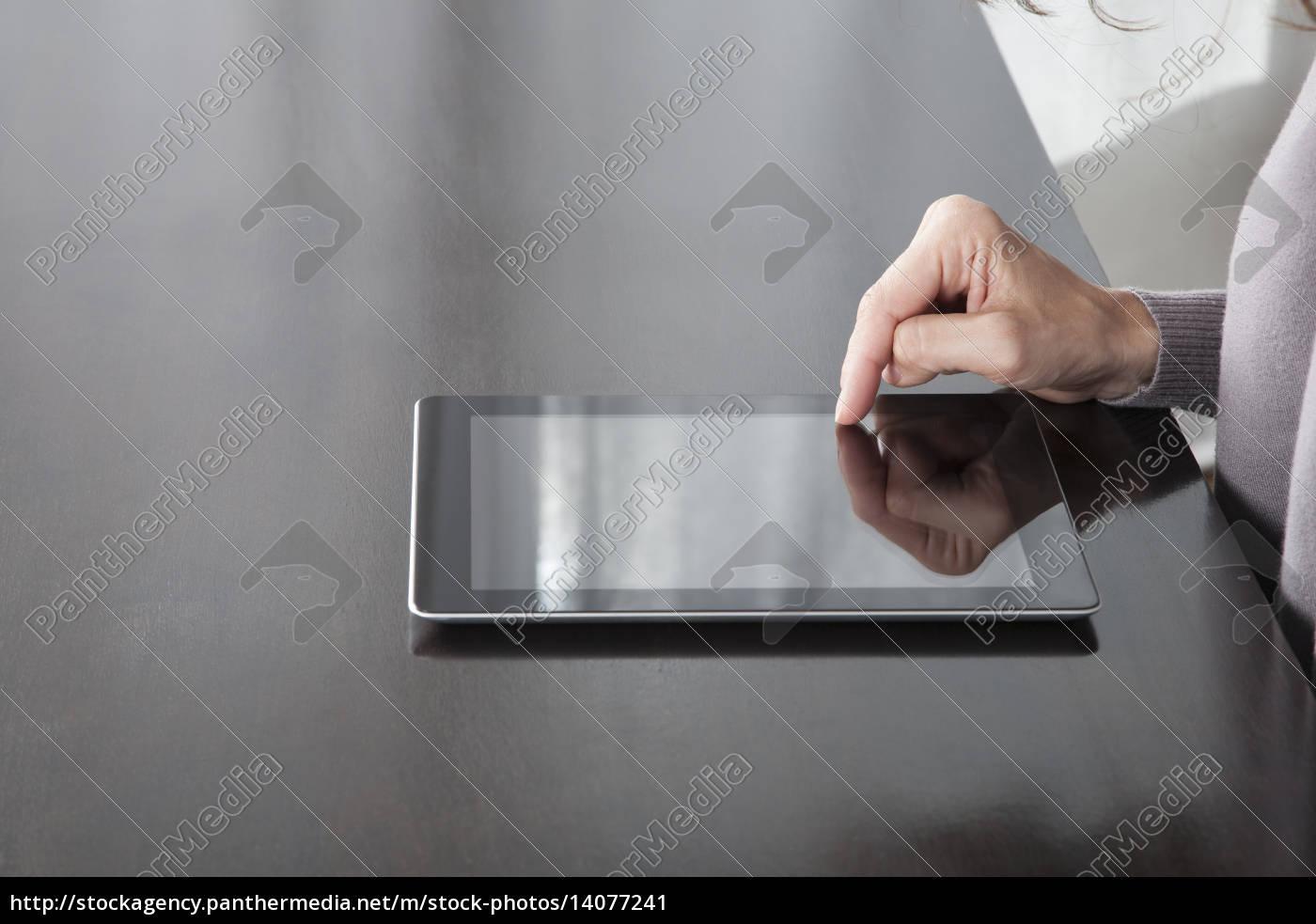 finger, on, tablet, screen - 14077241