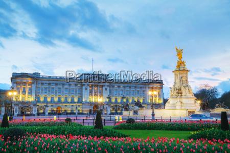 buckingham palace in london great britain