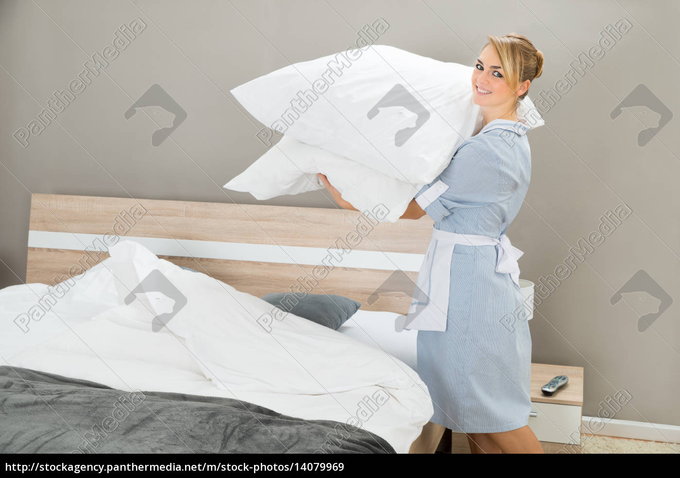 housekeeping, worker, with, pillows - 14079969