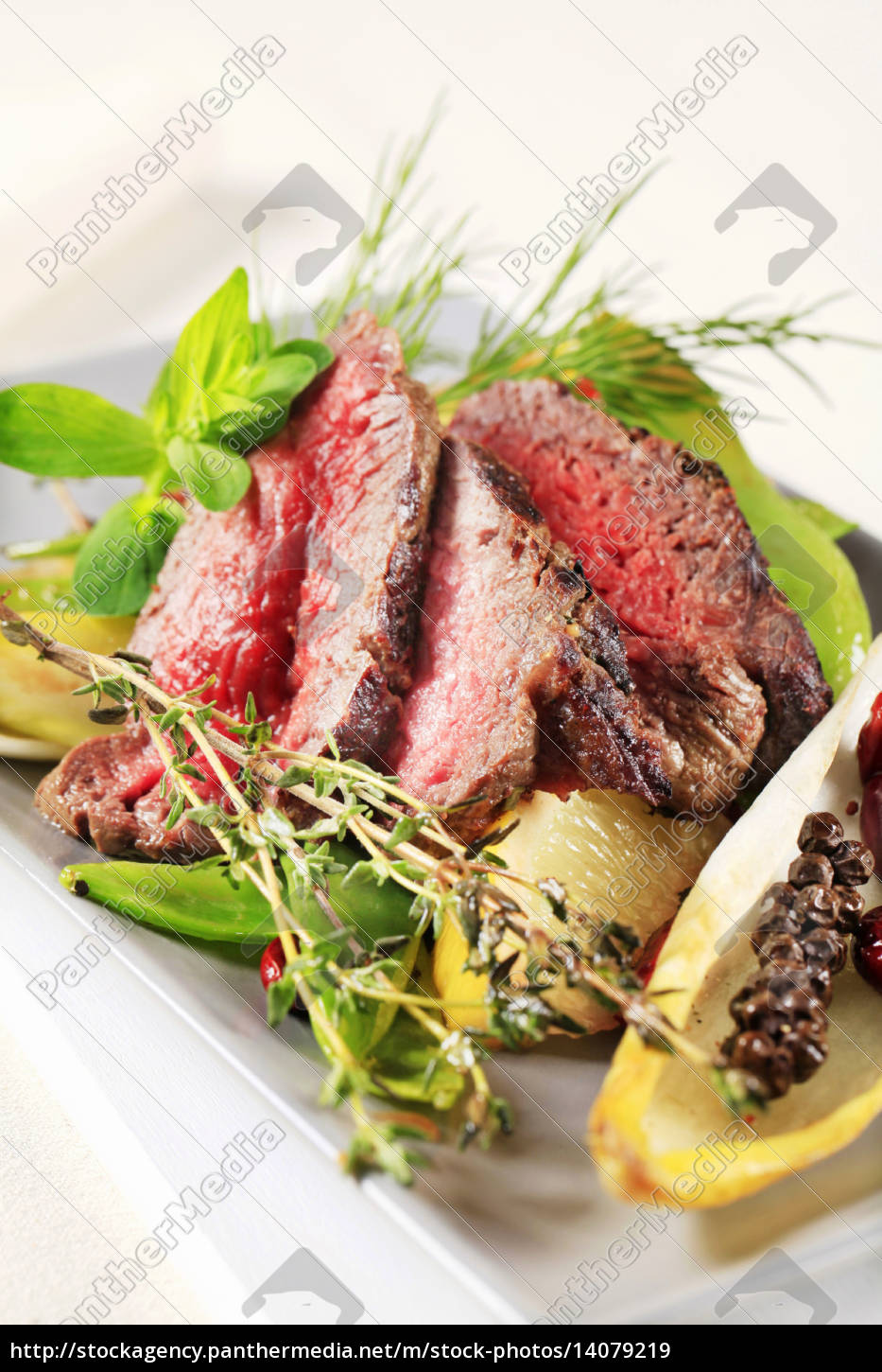roast, beef, with, vegetables, - 14079219