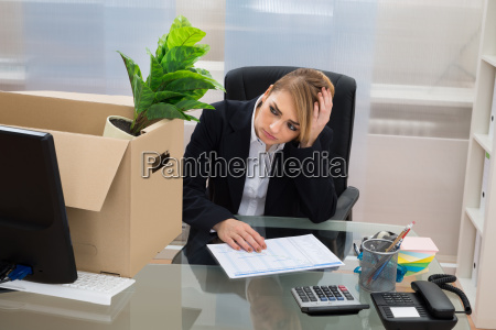 businesswoman, at, desk, with, belongings, in - 14080269