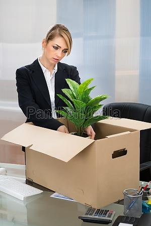 businesswoman, packing, belongings, in, box - 14080265