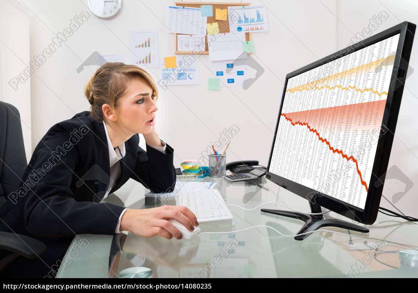 businesswoman, watching, graph, on, computer - 14080235