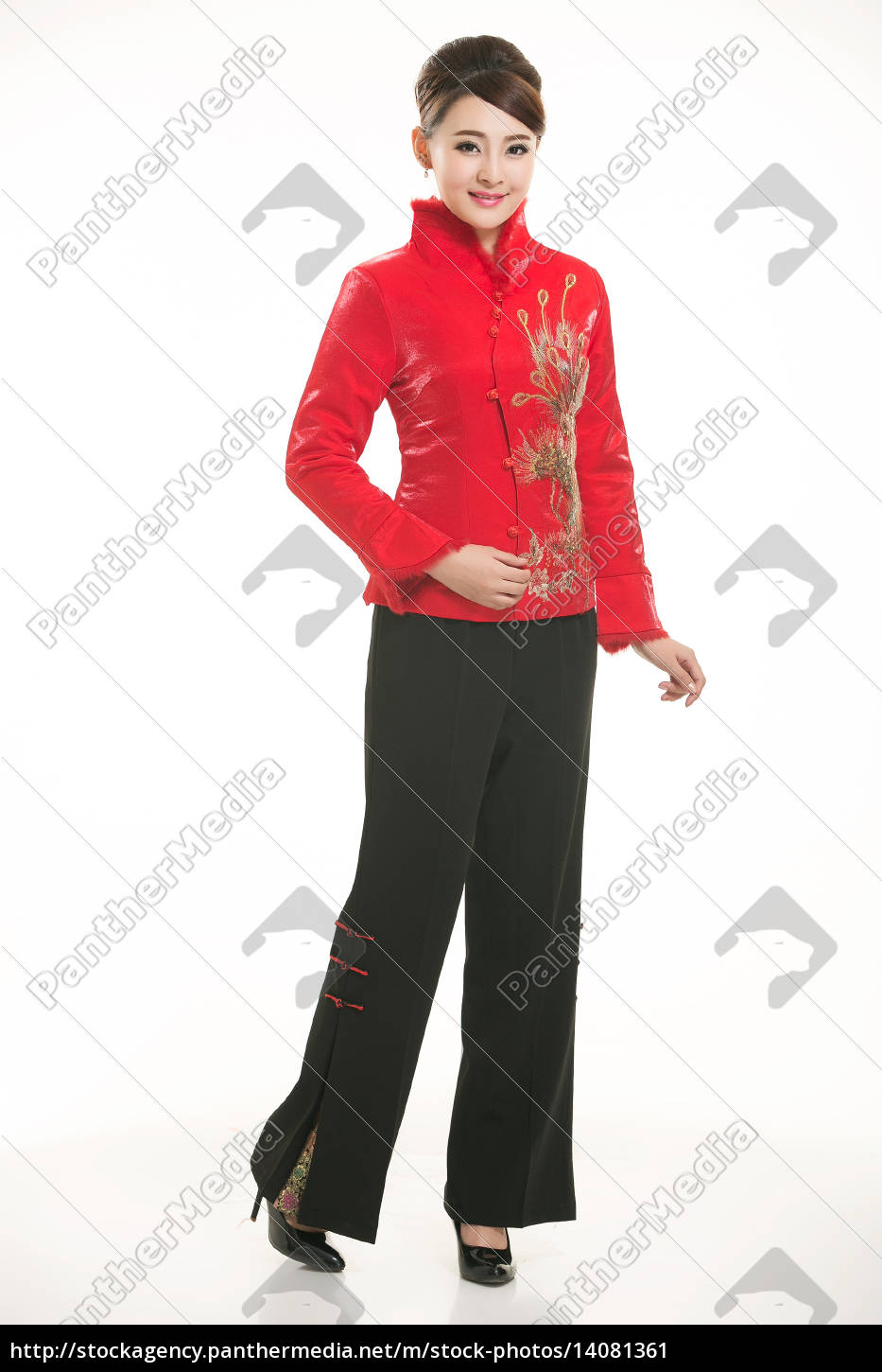 wearing, chinese, clothing, waiter, in, front - 14081361