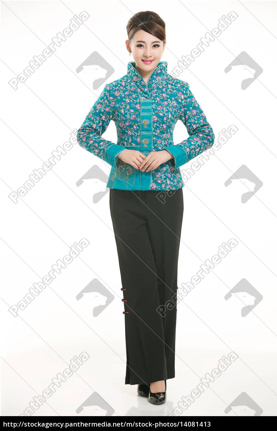 wearing, chinese, clothing, waiter, in, front - 14081413