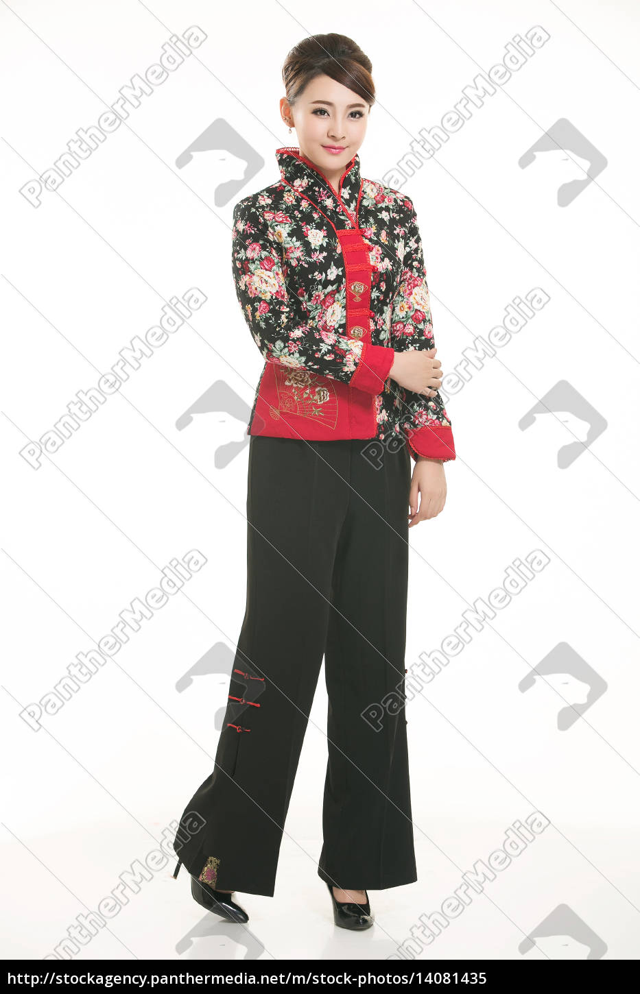 wearing, chinese, clothing, waiter, in, front - 14081435