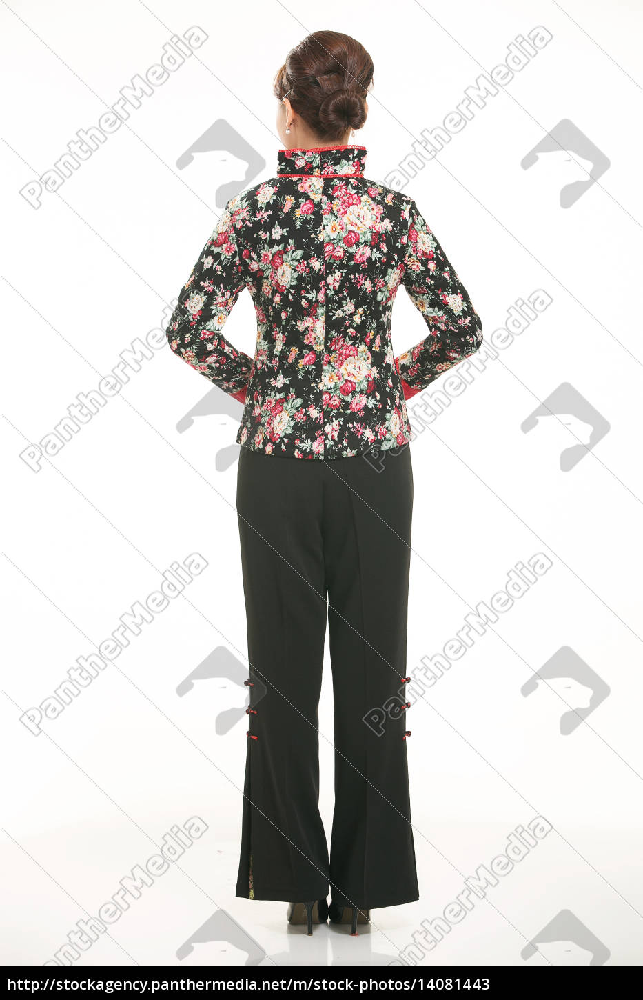 wearing, chinese, clothing, waiter, in, front - 14081443