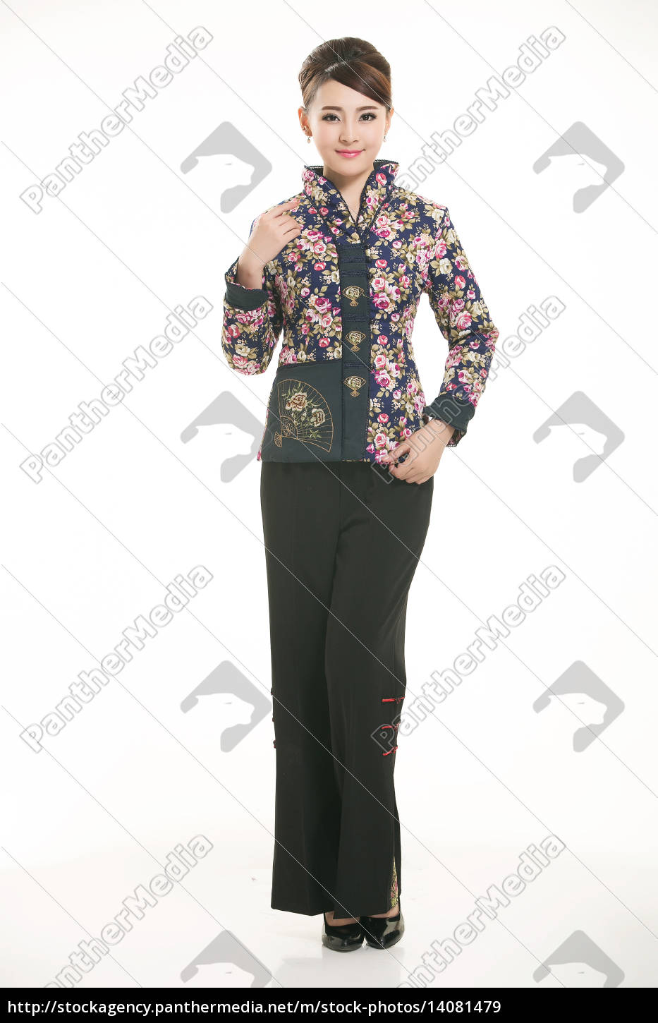 wearing, chinese, clothing, waiter, in, front - 14081479