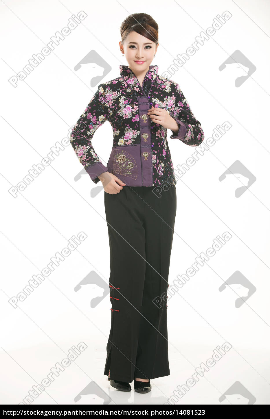 wearing, chinese, clothing, waiter, in, front - 14081523