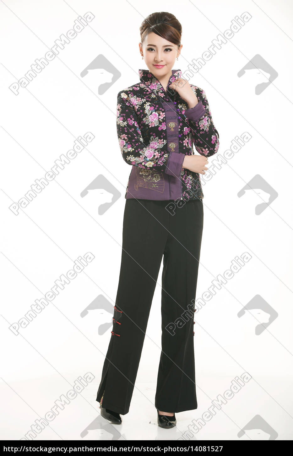 wearing, chinese, clothing, waiter, in, front - 14081527