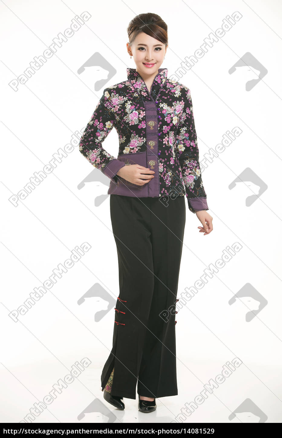 wearing, chinese, clothing, waiter, in, front - 14081529
