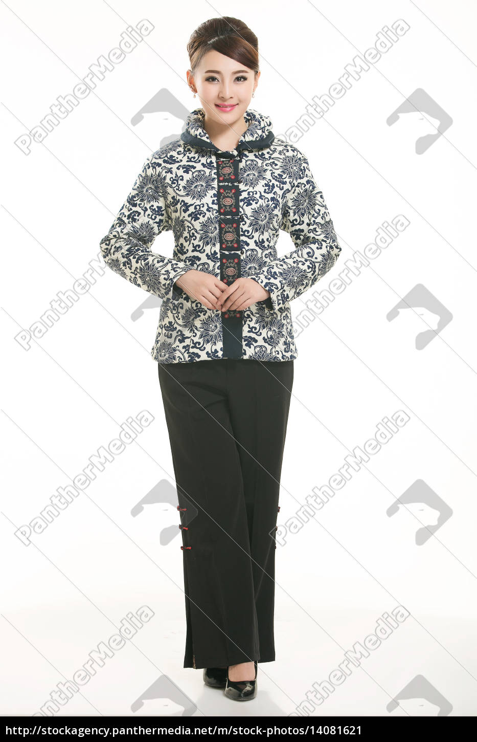 wearing, chinese, clothing, waiter, in, front - 14081621