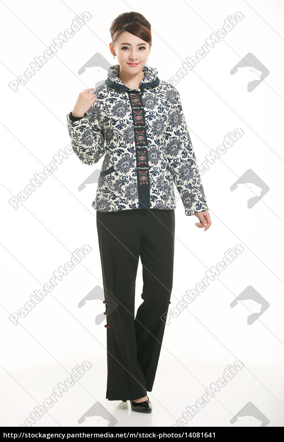 wearing, chinese, clothing, waiter, in, front - 14081641