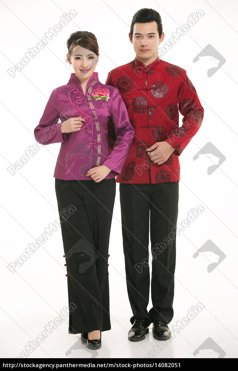 wearing, chinese, clothing, waiter, in, front - 14082051