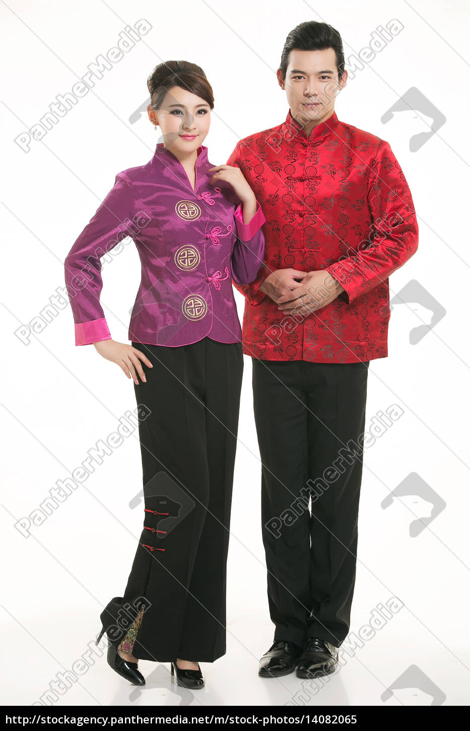 wearing, chinese, clothing, waiter, in, front - 14082065
