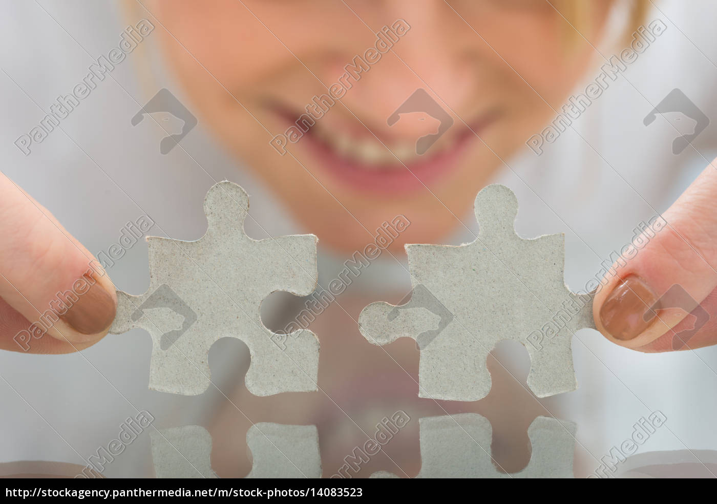 businesswoman, holding, pieces, of, jigsaw, puzzle - 14083523