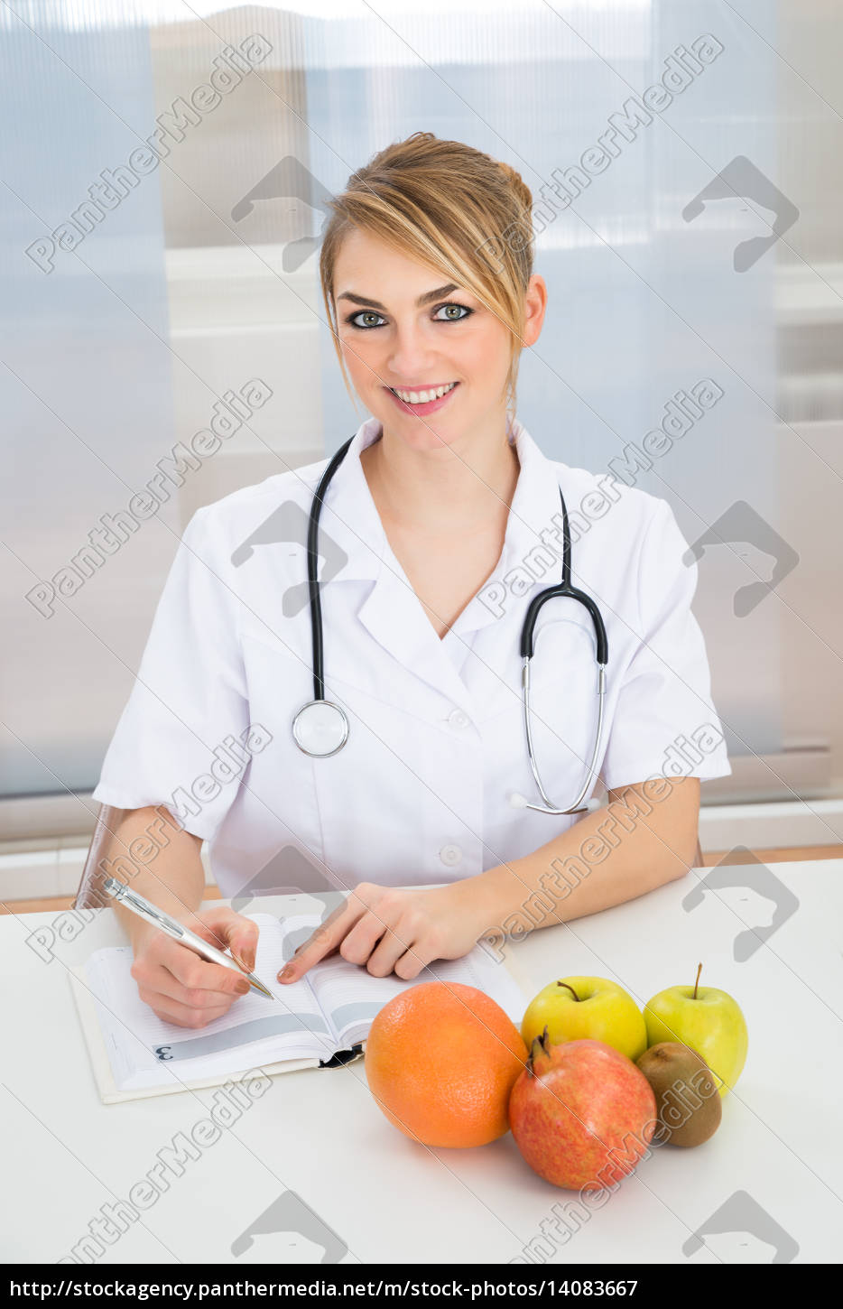 female, dietician, in, clinic - 14083667