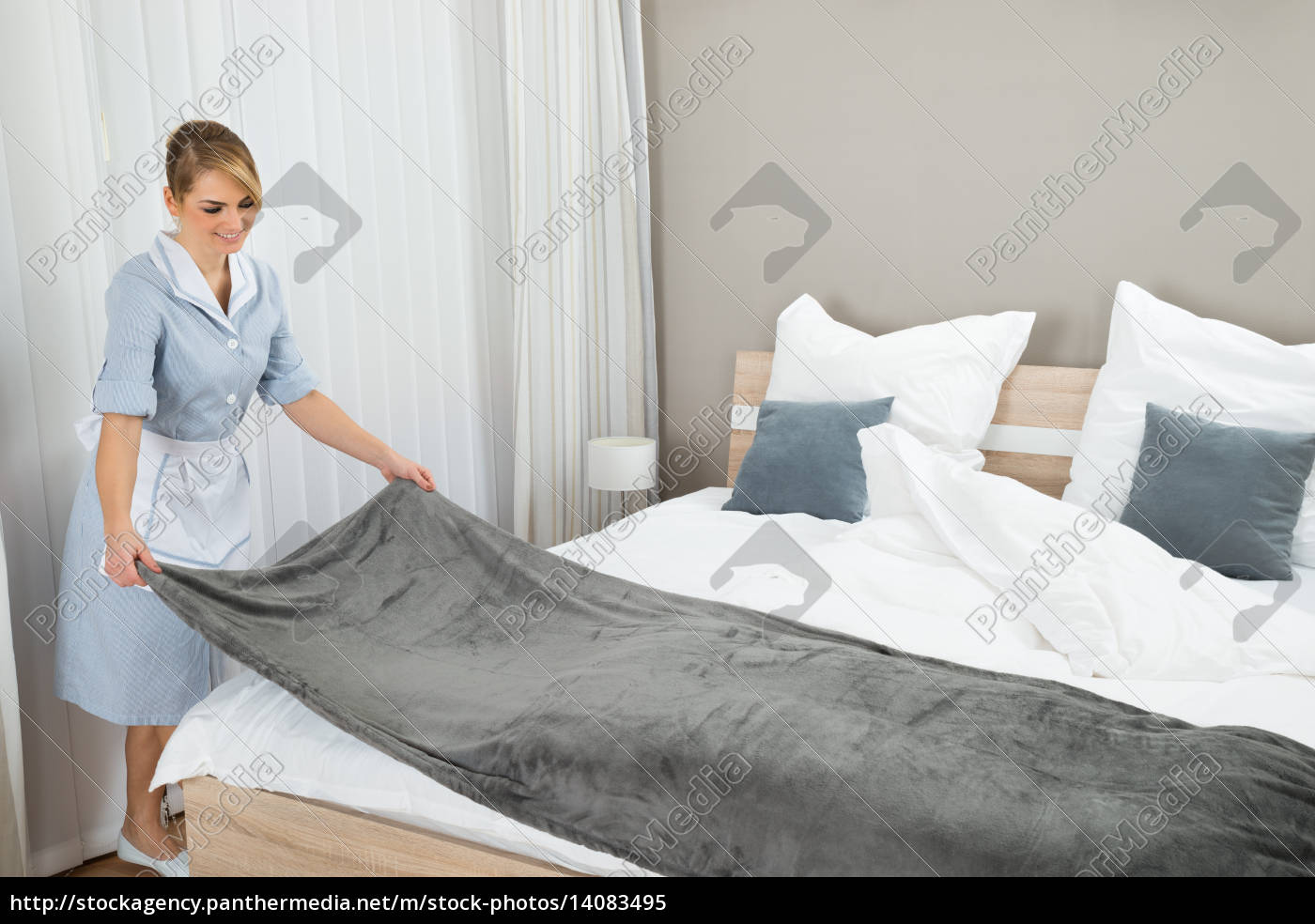 female, housekeeping, worker, making, bed - 14083495