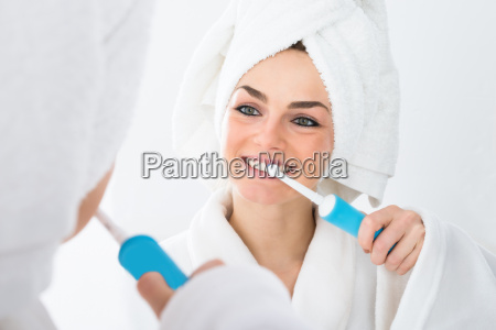 woman, brushing, teeth - 14083773