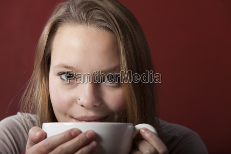 woman, with, a, cup, of, coffee - 14085429