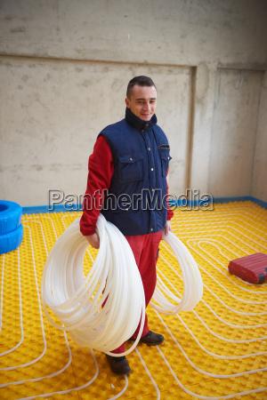 workers, installing, underfloor, heating, system - 14088741