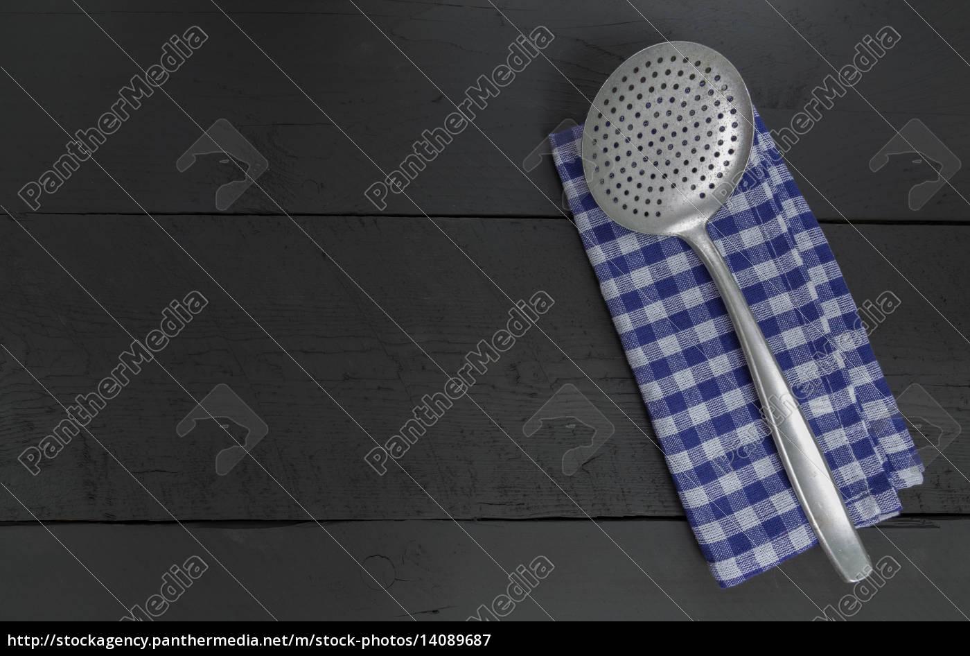 abtropfkelle, and, tea, towel, on, a - 14089687