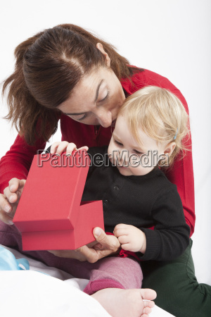 baby, and, mom, opening, red, box - 14089837