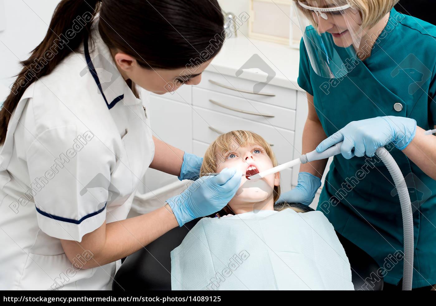 female, dentist, treat, child, patient - 14089125
