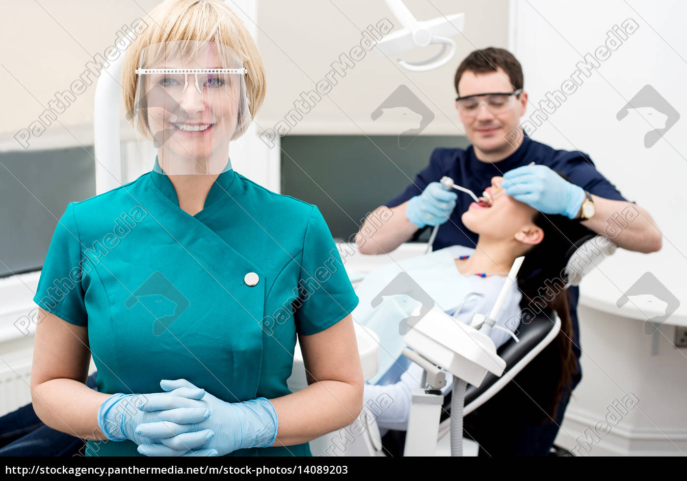 male, dentist, treat, patient, in, clinic. - 14089203