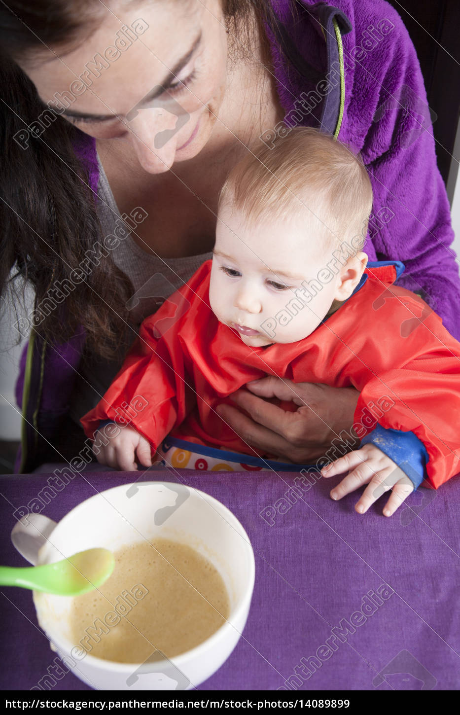 mom, and, baby, eating - 14089899