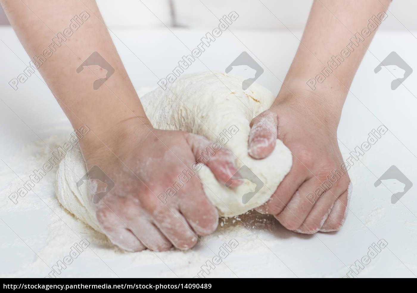 , kneading, dough - 14090489