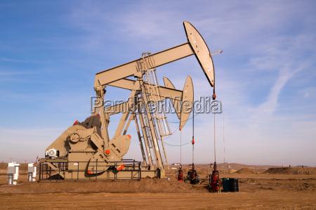 north dakota oil pump jack fracking