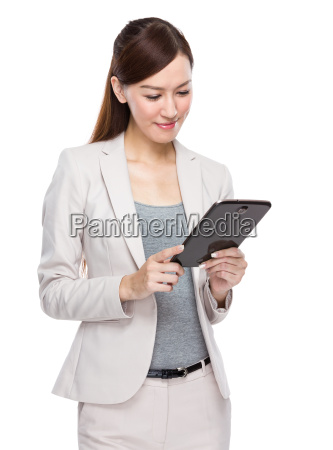 asian, businesswoman, use, of, tablet - 14093281