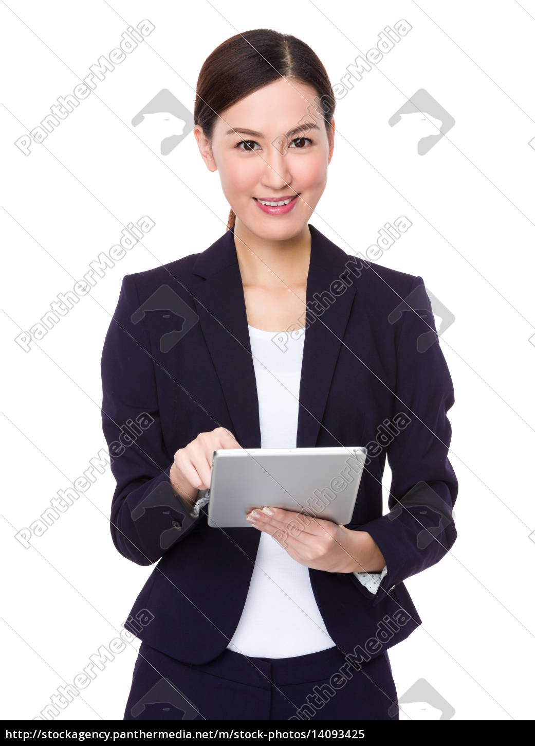 asian, businesswoman, use, of, tablet - 14093425