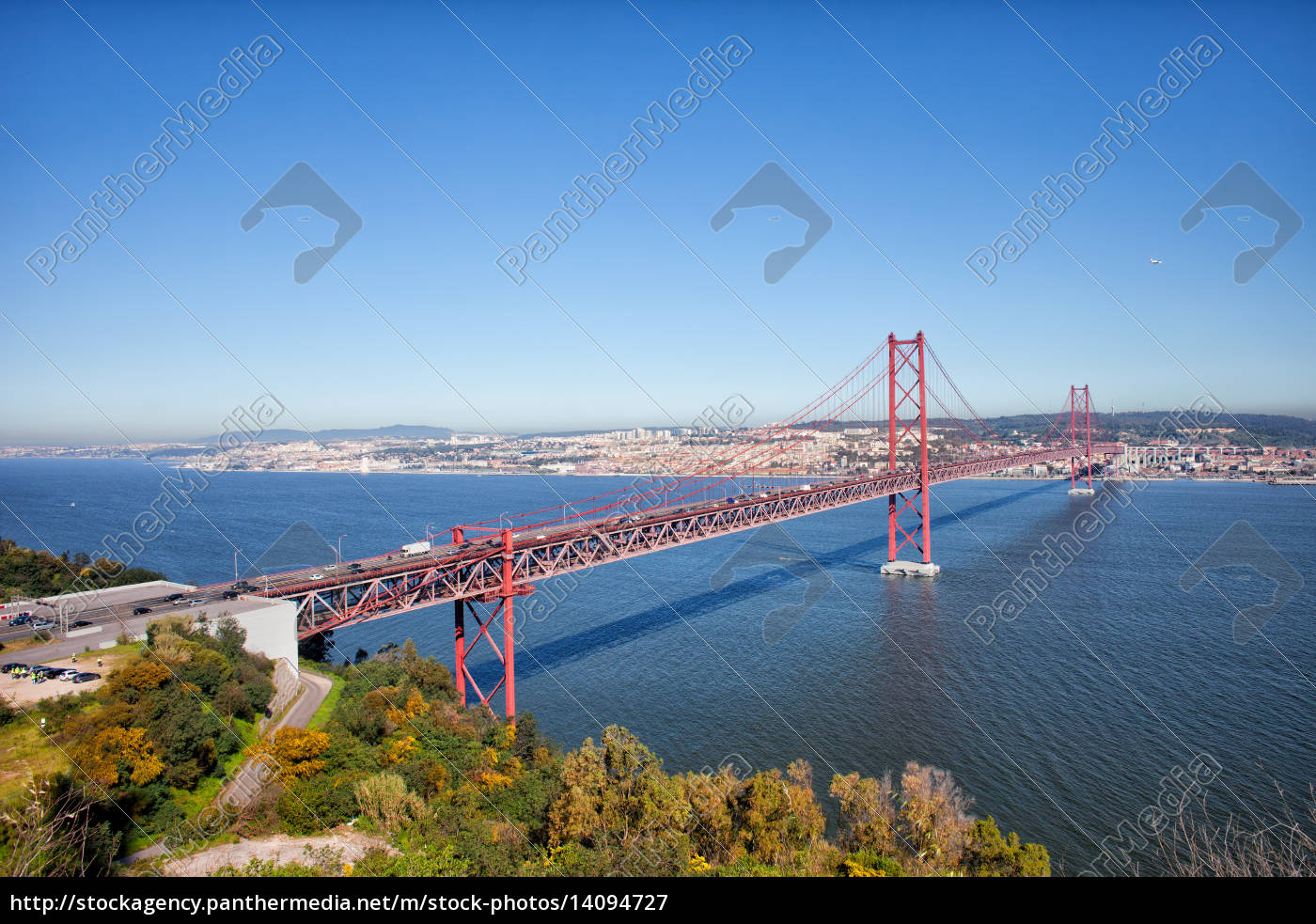 25, de, abril, bridge, in, portugal - 14094727