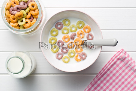 milk, with, fruity, cereal, rings - 14098177