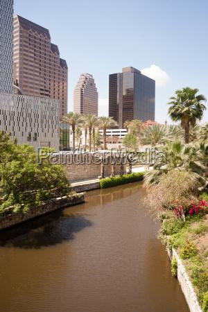 san antonio river flows thru texas