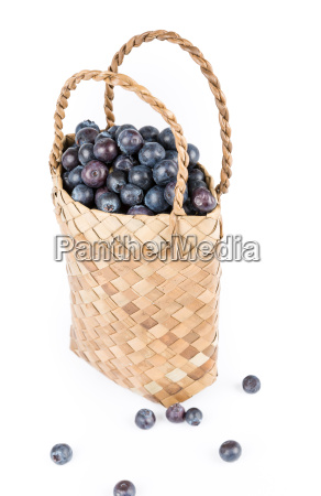 wicker, basket, with, blueberries, isolate, on - 14099555