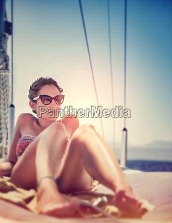 mulher sexy em veleiro