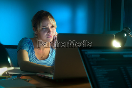 disappointed frustrated woman working on pc