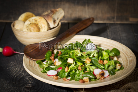 corn salad with bacon croutons and