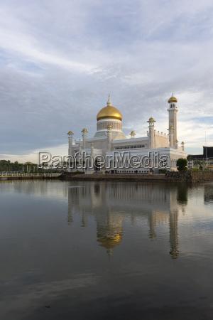 sultan omar ali saifuddien mosque in
