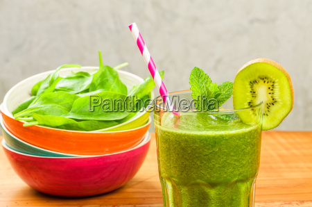 green smoothie with kiwi and spinach