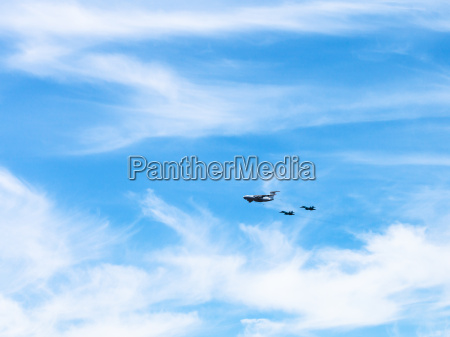 air refueling of fighter aircrafts in
