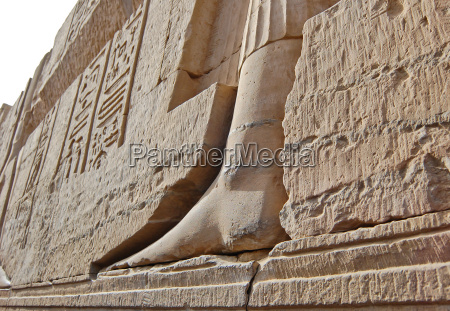 carving on wall in kom ombo