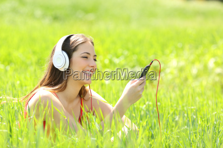 girl listening music with headphones and