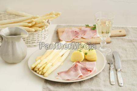 asparagus with potatoes and cooked ham