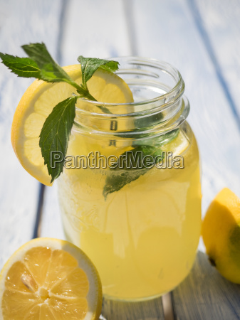 fresh lemon lemonade