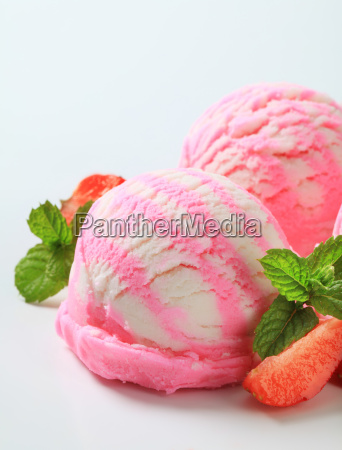 strawberry yogurt ice cream